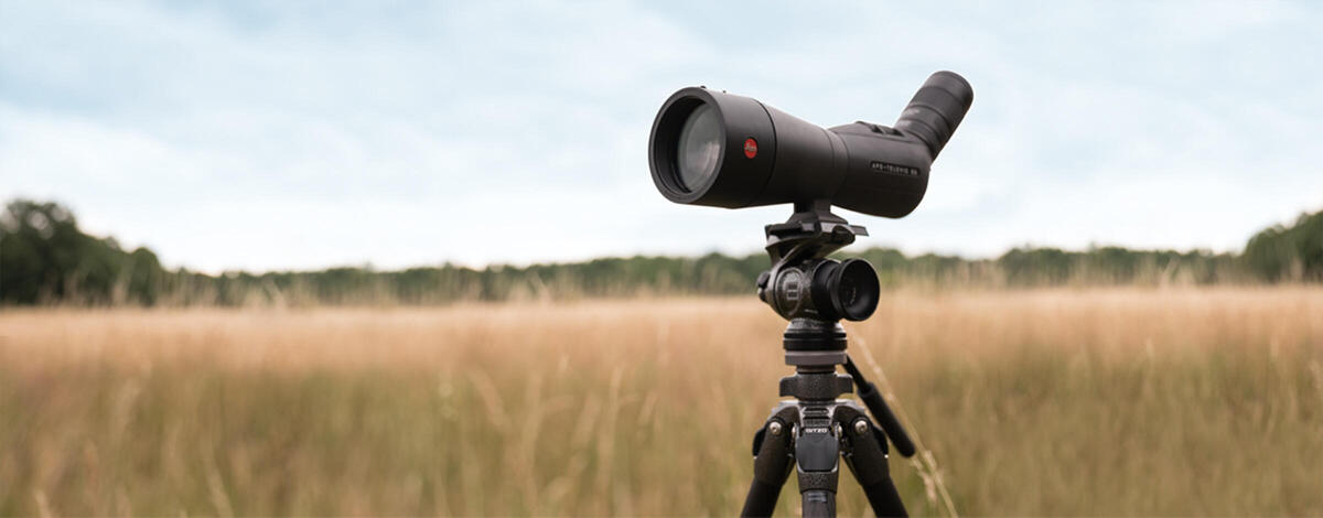 The set includes a Leica APO-Televid, an eyepiece, an extender and a Gitzo tripod and head