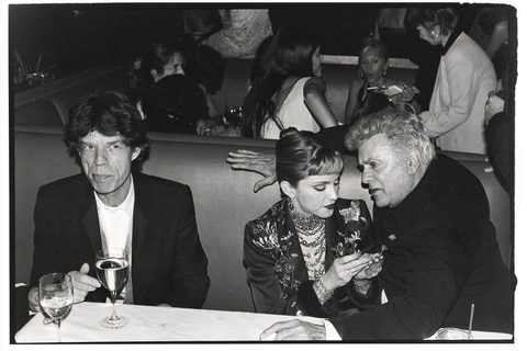 Mick-Jagger-Madonna-Tony-Curtis-at-the-Vanity-Fair-Oscar-Night-Party-Mortons-Los-Angeles-1997_1512-x-1008