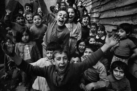 Ara Güler - Children playing at Trophane (960x640)